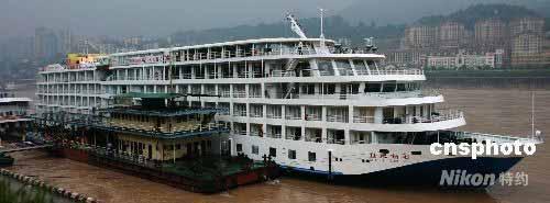 五星级豪华游轮世纪钻石在长江三峡首航(图)